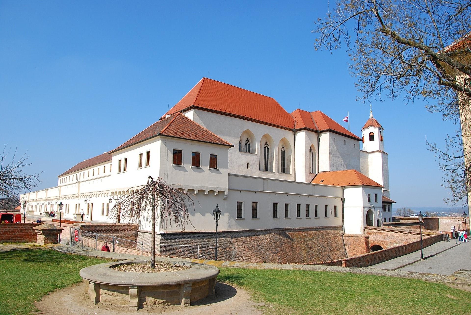 fortress-558673_1920-min