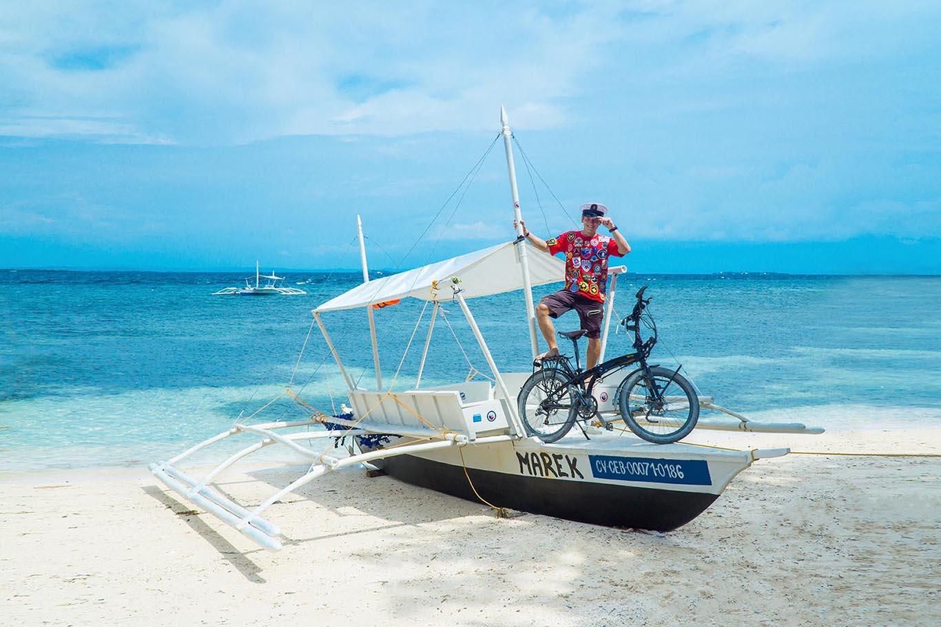 zachranar na cestach, lod, filipiny, skladaci kolo, cestovatel
