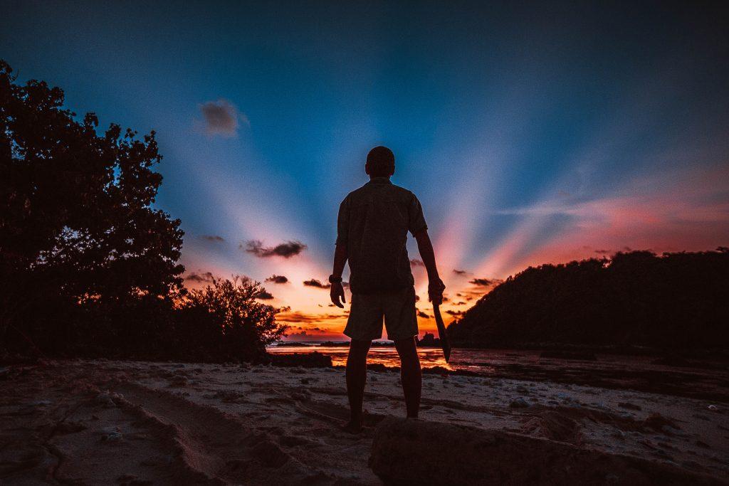zachranar na cestach, opusteny ostrov, filipiny, maceta, zapad slunce, marek